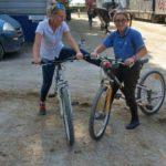 Scuola equitazione Kappa Equestre soci in bicicletta