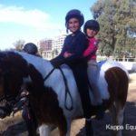 Scuola equitazione Kappa Equestre istruttore con bambino a cavallo